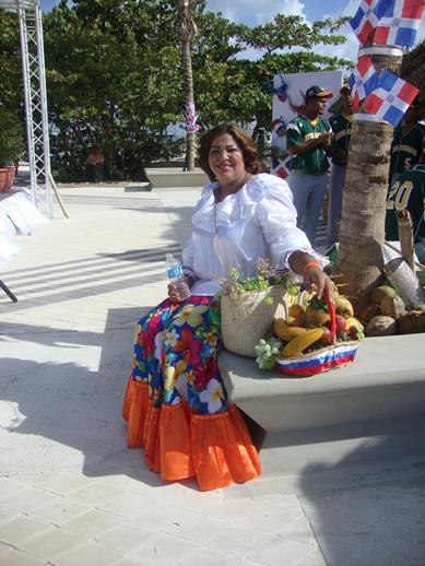 Dominicana com traje típico