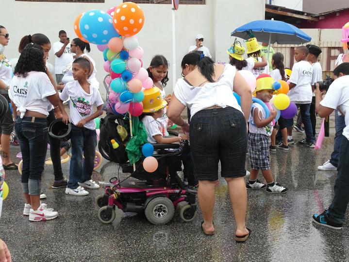 cadeirante em desfile